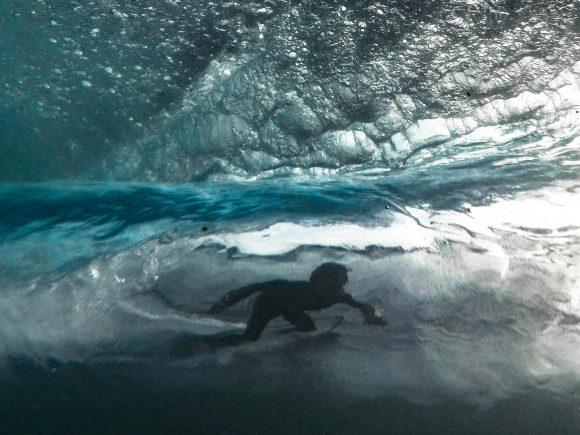 צילום גלישה מתוך המים